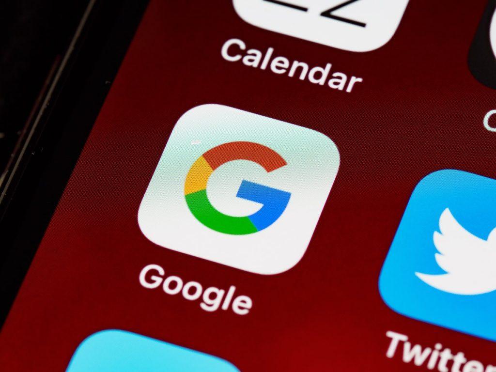 Googleเป็นSearch Engineที่ใช้ในการค้นหาข้อมูลต่าง ๆ