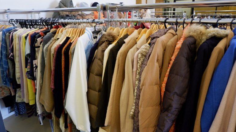 ธุรกิจการขายเสื้อผ้ามือสอง